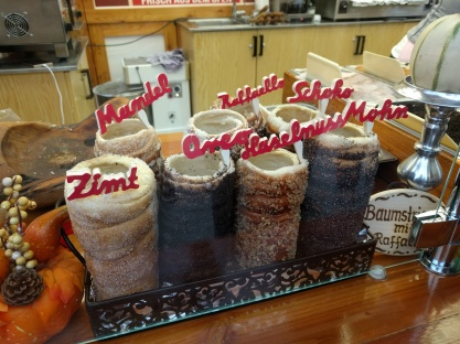 Baumstriezel (dough with caramelized sugar and toppings)